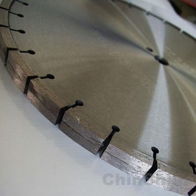 Tuck pointed diamond cutting disc